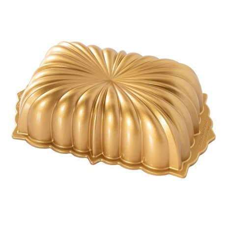 Fluted Loaf Pan Nordic Ware - Gold